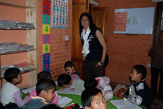 Niños en la escuela estudiando - Imagui