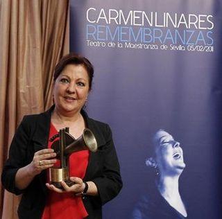 110525 Carmen Linares presentando Remembranzas