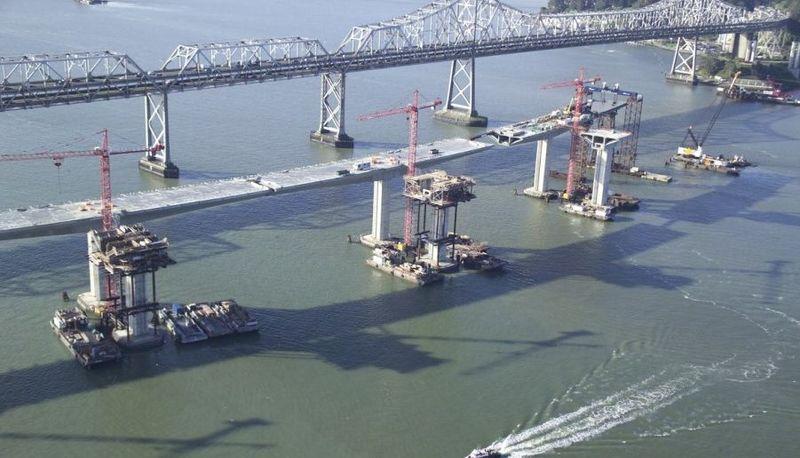 Construcción del nuevo viaducto del Bay Bridge