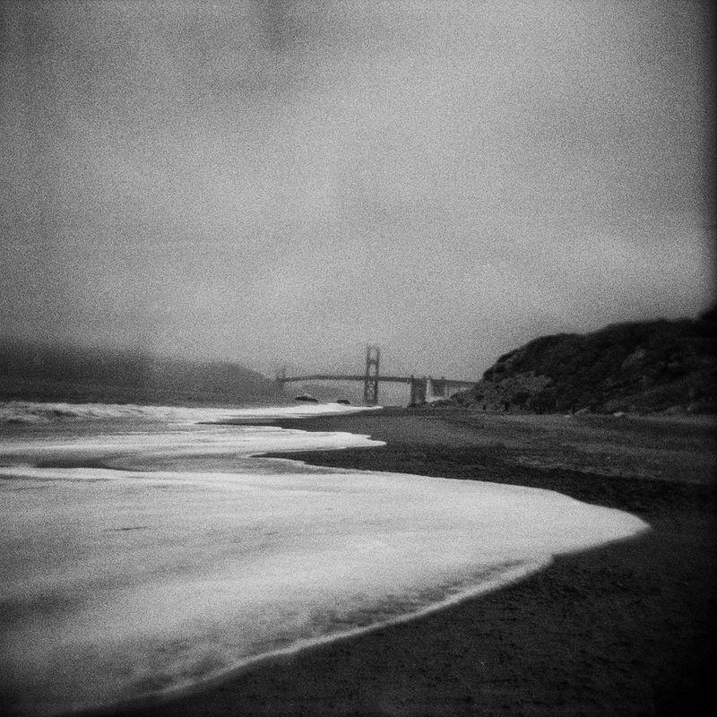 El Golden Gate Bridge entre la niebla, desde Baker Beach. [Foto: Jose Ángel González]
