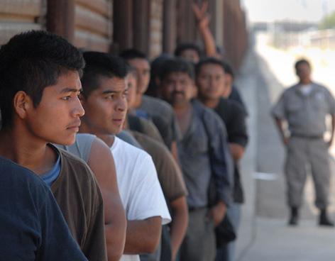 Migrantes en fila