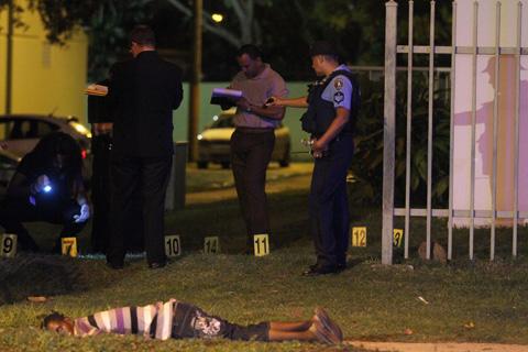Hombre asesinado a tiros en Loíza (Puerto Rico), en noviembre de 2011 [Foto: El Vocero / Tania Dumas]