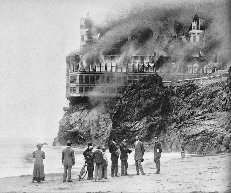 La Cliff House incendiándose, 1907
