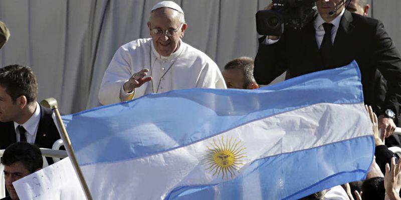 Saludar-multitud-Francisco-Papa-AP_CLAIMA20130319_0075_26