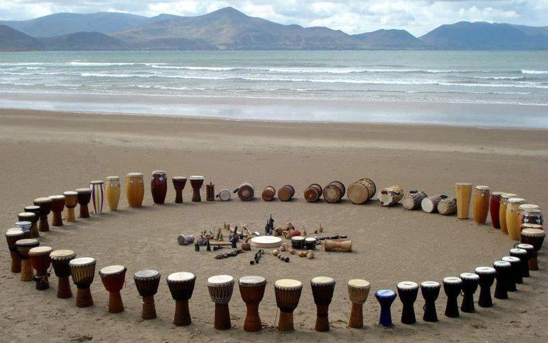 UBUNTU. Círculo percusión playa