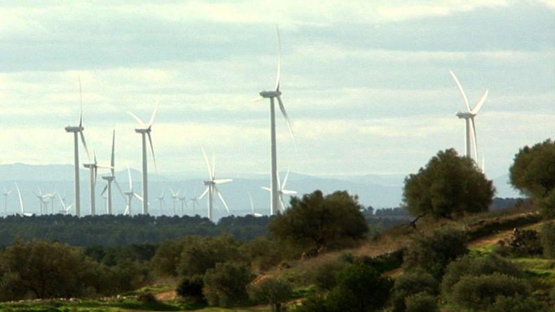 ESC_El paisaje de la comarca de la Terra Alta está dominado por los molinos de viento