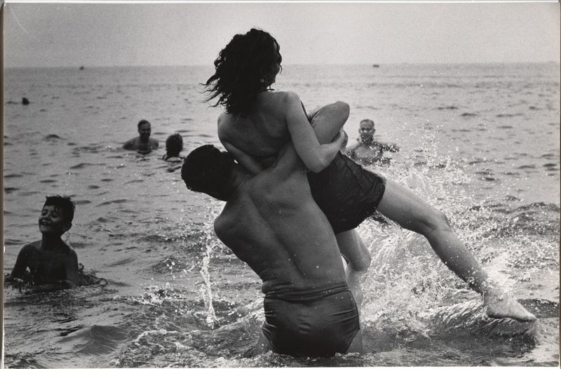 [Garry Winogrand, Coney Island, New York, ca. 1952. Collection The Museum of Modern Art, New York © The Museum of Modern Art/ Licensed by SCALA / Art Resource, NY]