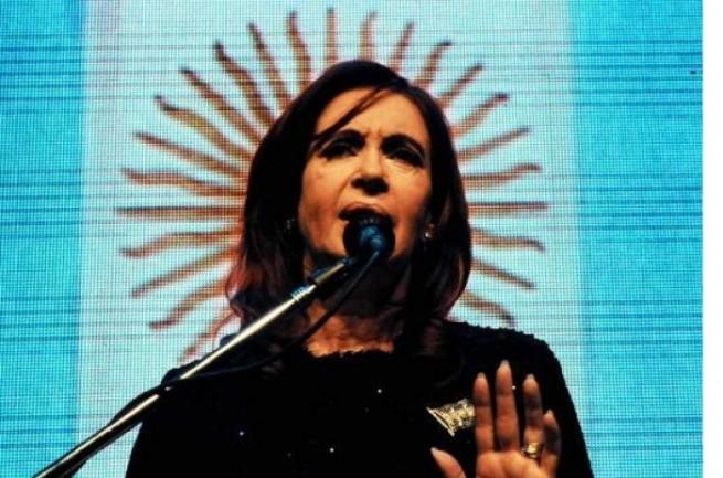 Cristina-Fernandez-en-Bariloche-Dia-de-la-Patria-Foto-Casa-Rosada1-e1338160791746-655x433