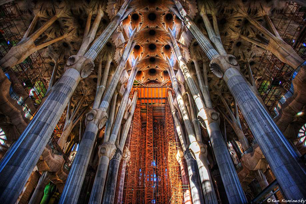 Bosque Catedral Gaudí La-Sagrada-Familia