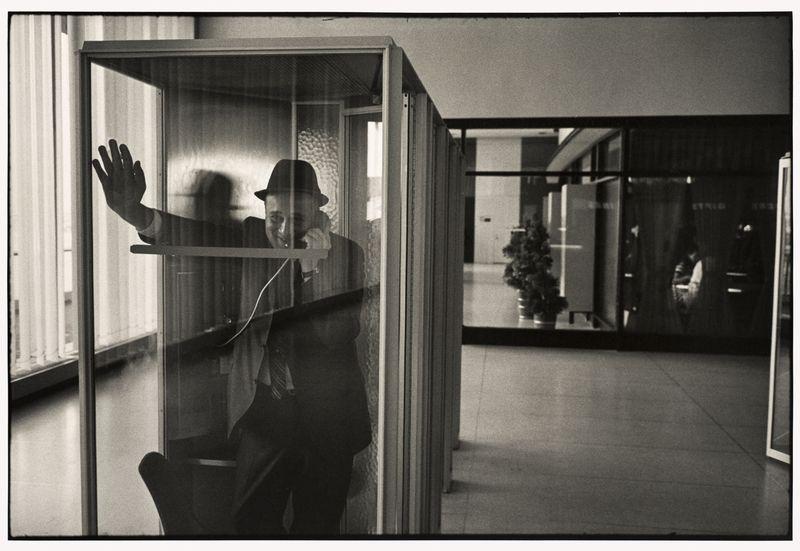 [Garry Winogrand, John F. Kennedy International Airport, New York, 1968 © The Estate of Garry Winogrand, courtesy Fraenkel Gallery, San Francisco]