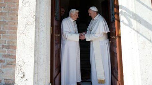 Franscio-Benedicto-XVI-Mater-Ecclesiae_TINIMA20130502_0848_18
