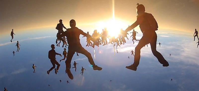 Cámara-GoPro-HD-Hero-graba-record-mundial-de-paracaidismo