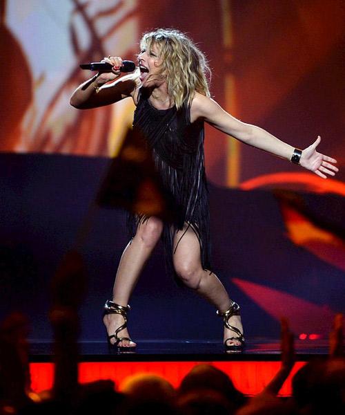 Amandine-Bourgois,-de-Francia,-en-Eurovision-2013,-con-vestido-de-Jean-Claude-Jitrois