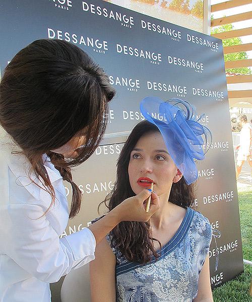 La-peluquería-y-el-maquillaje,-de-Dessange-París.