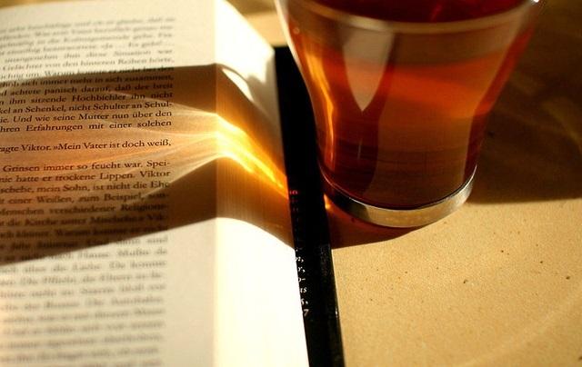 800pxreading_and_drinking_tea__sunli12