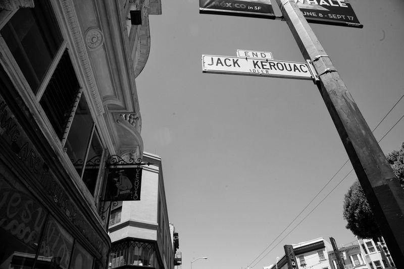 [El Callejón Jack Kerouac, lindante con City Lights - Foto: Jose Ángel González]