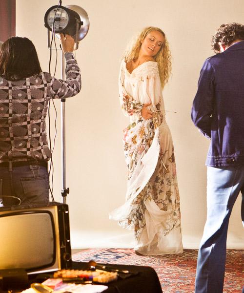 Olivia-Wilde-como-Suzy-Miller-en-Rush,-con-vestido-de-Gucci