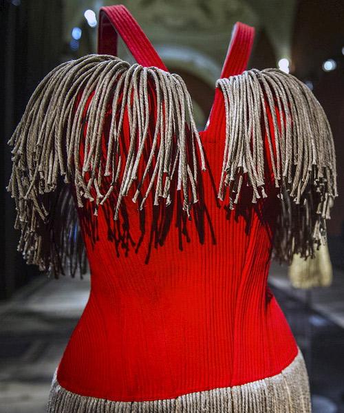 Detalle-de-un-vestido-de-Alaia-en-París