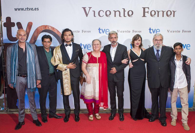 Anna Ferrer con los actores del biopic en la presentación del Festival de Cine de San Sebastián/ TVE