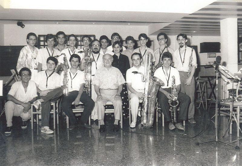 1986 Adolf Ventas i els seus alumnes del Conservatori el dia de la seva jubilacióBLOG