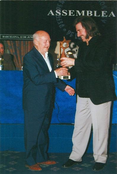 2004 Adolf Ventas rep de Luis Cobos president de l'AIE el reconeixement Tota una vida dedicadaBLOG