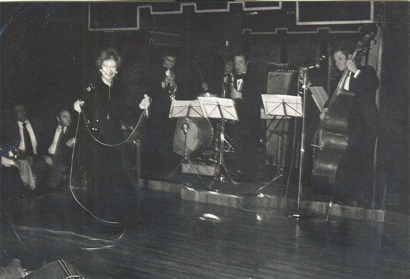 1970's Adolf Ventas i Xavier Cubedo acompanyant a Núria FeliuBLOG
