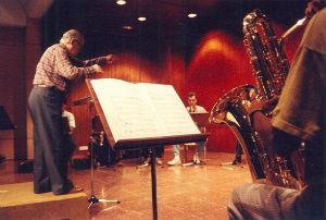 1990 Adolf Ventas dirigint el Grup de Saxofons del Conservatori Municipal de BarcelonaBLOG