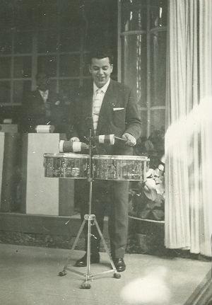1950'Calvet toca rumberes BLOG