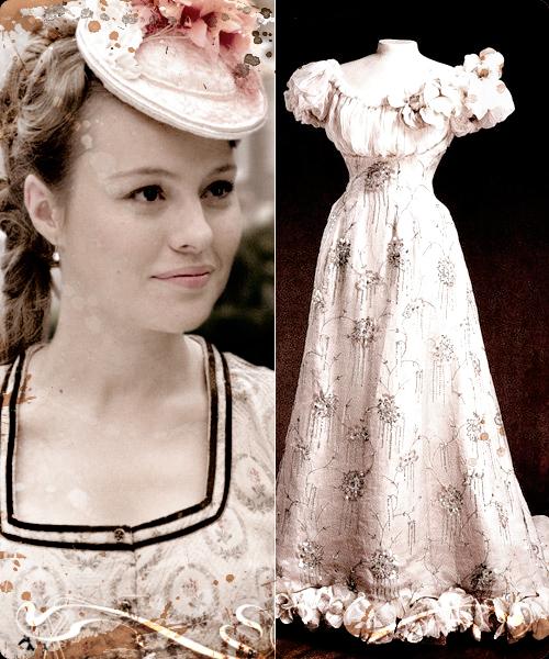 Esmeralda Moya y vestido fechado en 1895 de tarde en color rosa.
