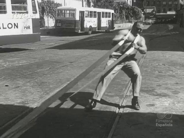 Hercules-cortes-arrastrando-un-tranvía