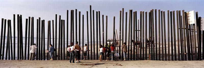 1236US_Beach_poles_people-Kopie Blog