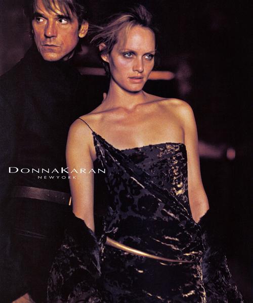 Jeremy-Irons-y-Amber-Valetta-para-Donna-Karan,-en-2001