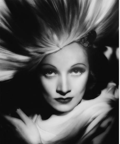 Marlene-Dietrich-fotografiada-por-George-Hurrell-en1931