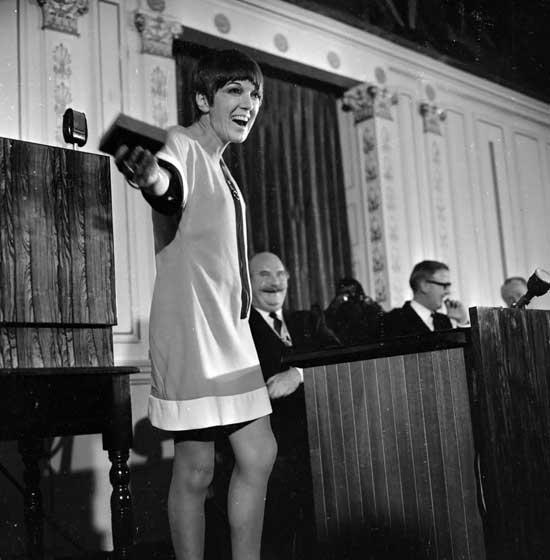 Mary-Quant-galardonada-en-1966