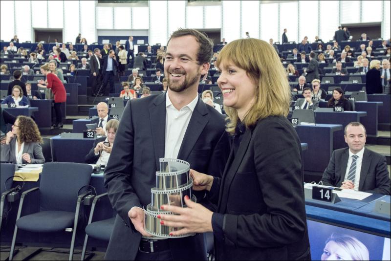 2Ade recibe el premio Lux_Foto PE
