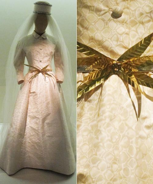 Cinturón-en-metal-dorado-para-vestido-de-novia-de-Balenciaga