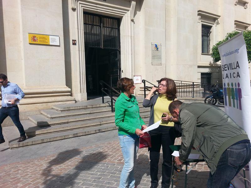 http://blog.rtve.es/enprimerapersona/2015/04/sevilla-laica-reclama-la-separaci%C3%B3n-real-entre-iglesia-y-estado.html