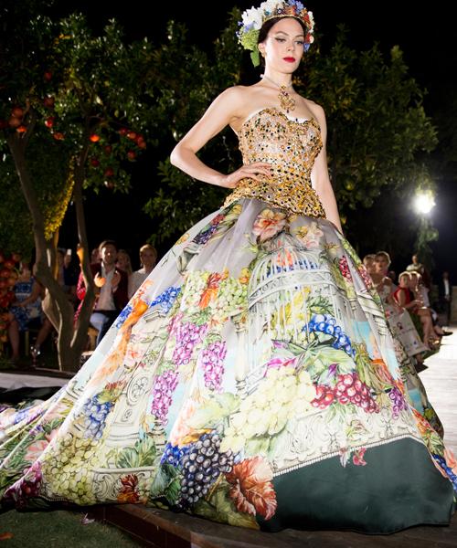 Diseño-de-fiesta-de-Dolce&Gabbana-de-la-lína-de-alta-moda