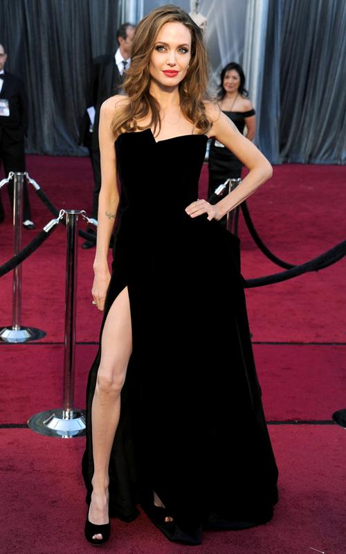 Angelina-Jolie,-con-vestido-de-Versace