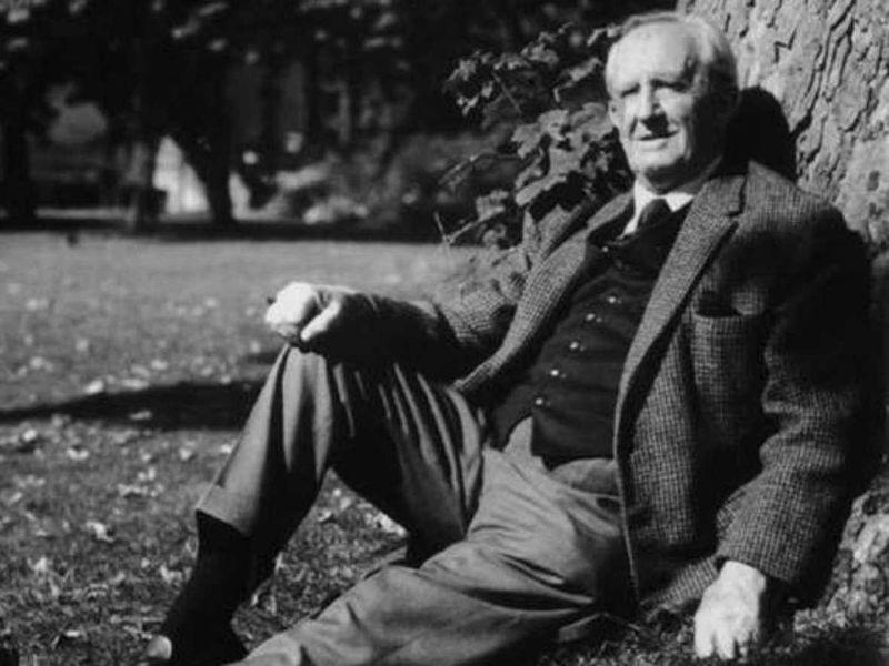 Tolkien (2)