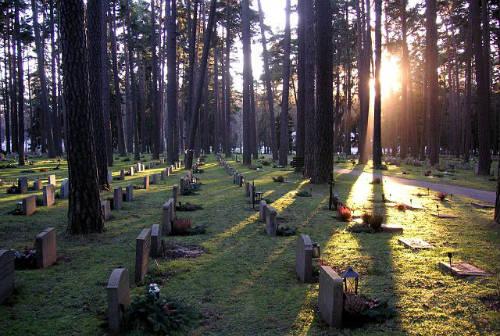 Cementerio_del_bosque_en_Estocolmo__Wikipedia_
