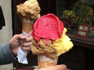Disfrutando de los helados italianos
