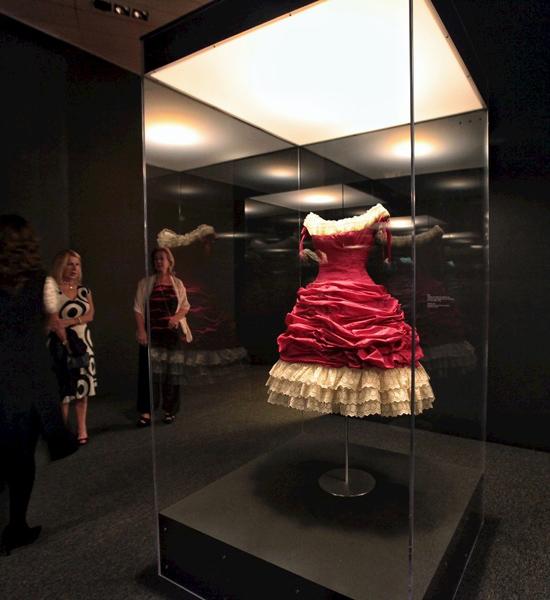 Vestido-de-Balenciaga-expuesto-en-México