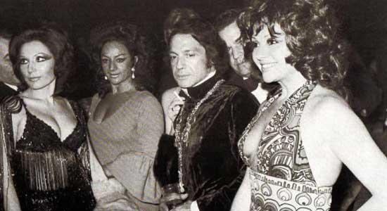 Rocío-Jurado-con-Lola-Flores,-Antonio-y-Marujita-Díaz-en-La-Boîte-del-Pintor