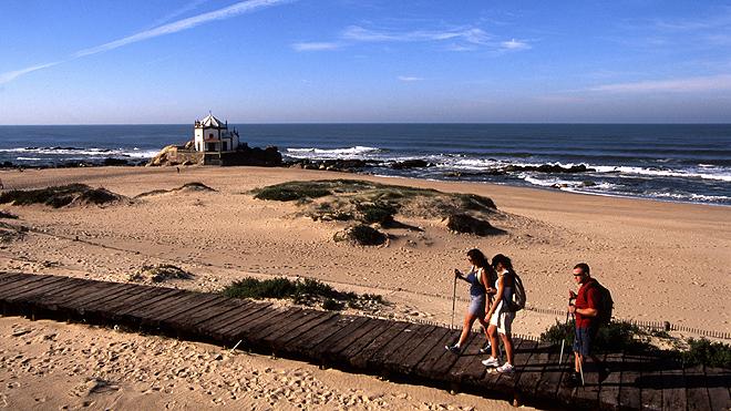 Vila-Nova-de-Gaia_Ecovia---Capela-do-Senhor-da-Pedra.-Photo_-Paulo-Magalhaes_660x371