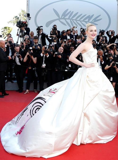 Elle-Fanning-con-vestido-de-Vivienne-Westwood