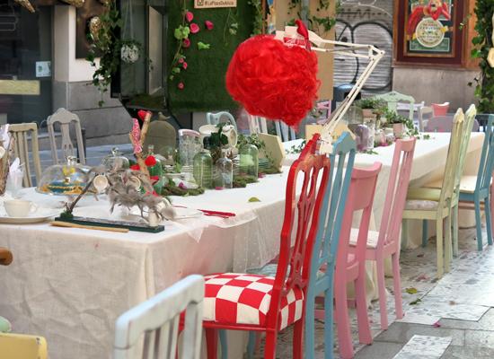 Mesa-en-la-calle-Moraín