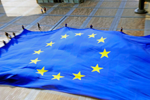 Bandera_gigante_UE_PE