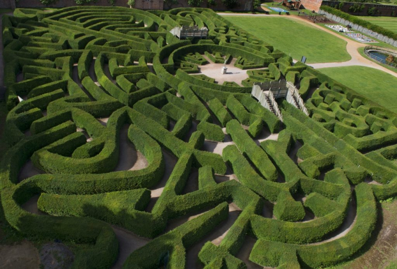 BlenheimPalace-Park-And-Gardens-Maze-2-1024x695_Foto @experienceOx