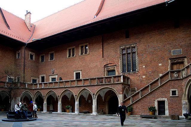 640px-Collegium_Maius _Cracovia _Polonia